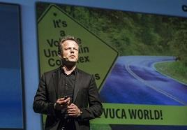 Patrick Van Der Pijl en el escenario durante su intervención.