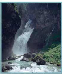 Imagen de las Cascadas de Arripas, de la Cueva y del Estrecho en el río Arazas.
